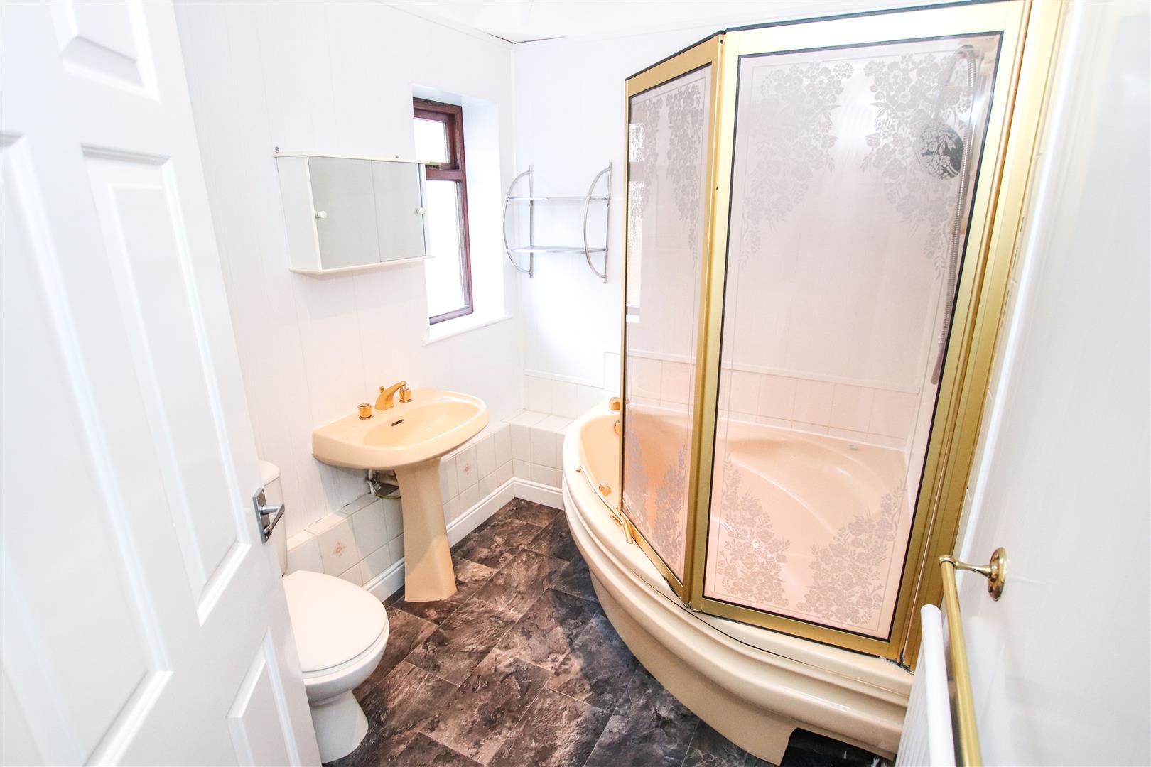 LUXURY FIRST FLOOR BATHROOM